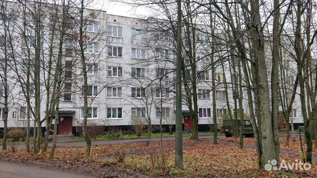 Продается трехкомнатная квартира за 2 800 000 рублей. Ленинградская обл, г Луга, ул Набережная, д 6 к 1.