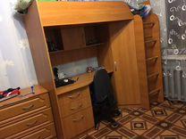 Кровать с компьютерным столиком и гардеробом
