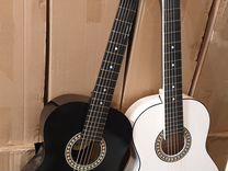 Гитара чёрно-белая